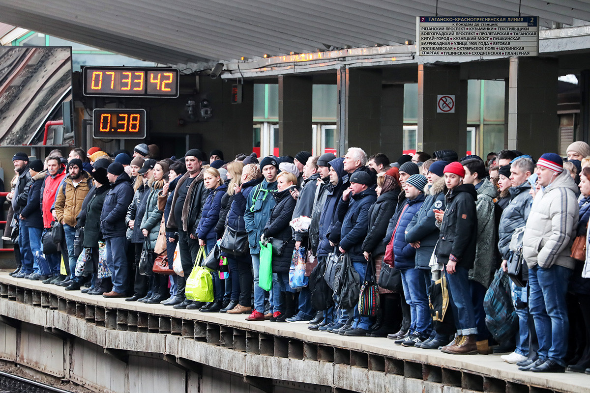 Putnici na postaji Vihino, na Tagansko-Krasnopresnjenskoj liniji Moskovskog metroa