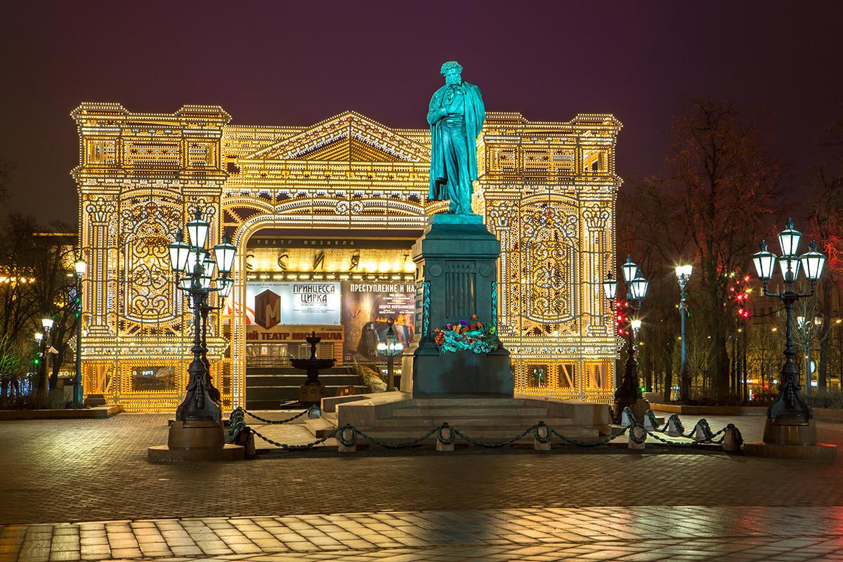 Plaza Púshkinskaia en el centro de Moscú