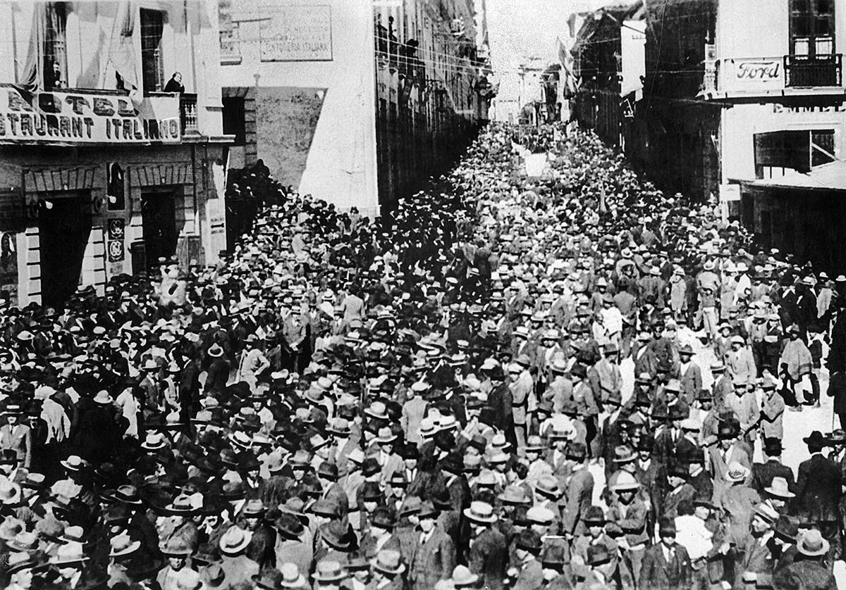 17 август 1932 г. граждани на Ла Пас на митинг срещу Парагвай, който смятат, че е причина за войната в Гран Чако