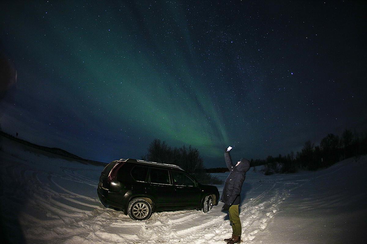 Aurora boreal en als afueras de Múrmansk.