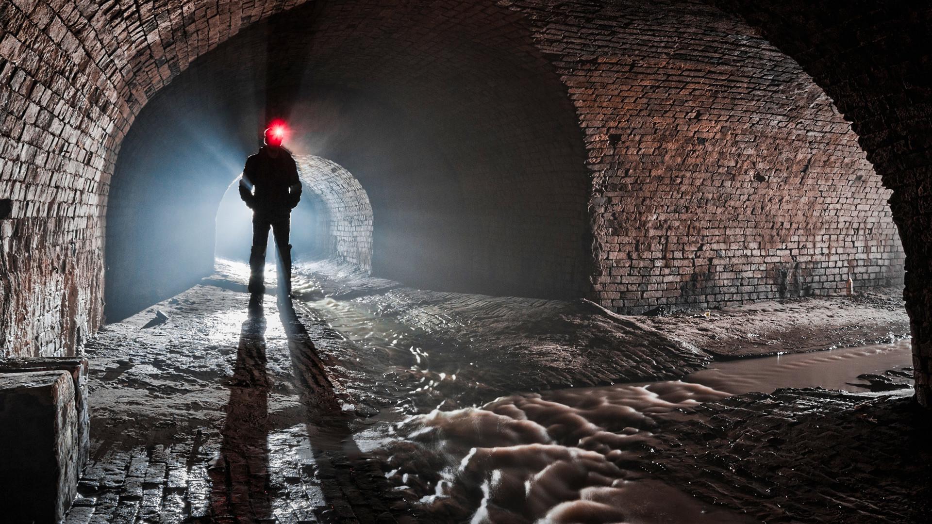 Часть подземного коллектора, в которых ныне протекают московские реки  (например, Неглинная)