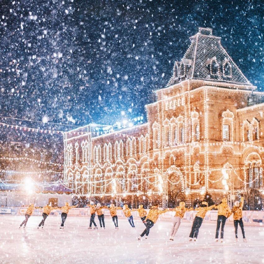 Тешко е да се биде среќен во ова еднолично време кое трае од октомври до април. Зимските празници се совршено време за откривање на главниот град на Русија.