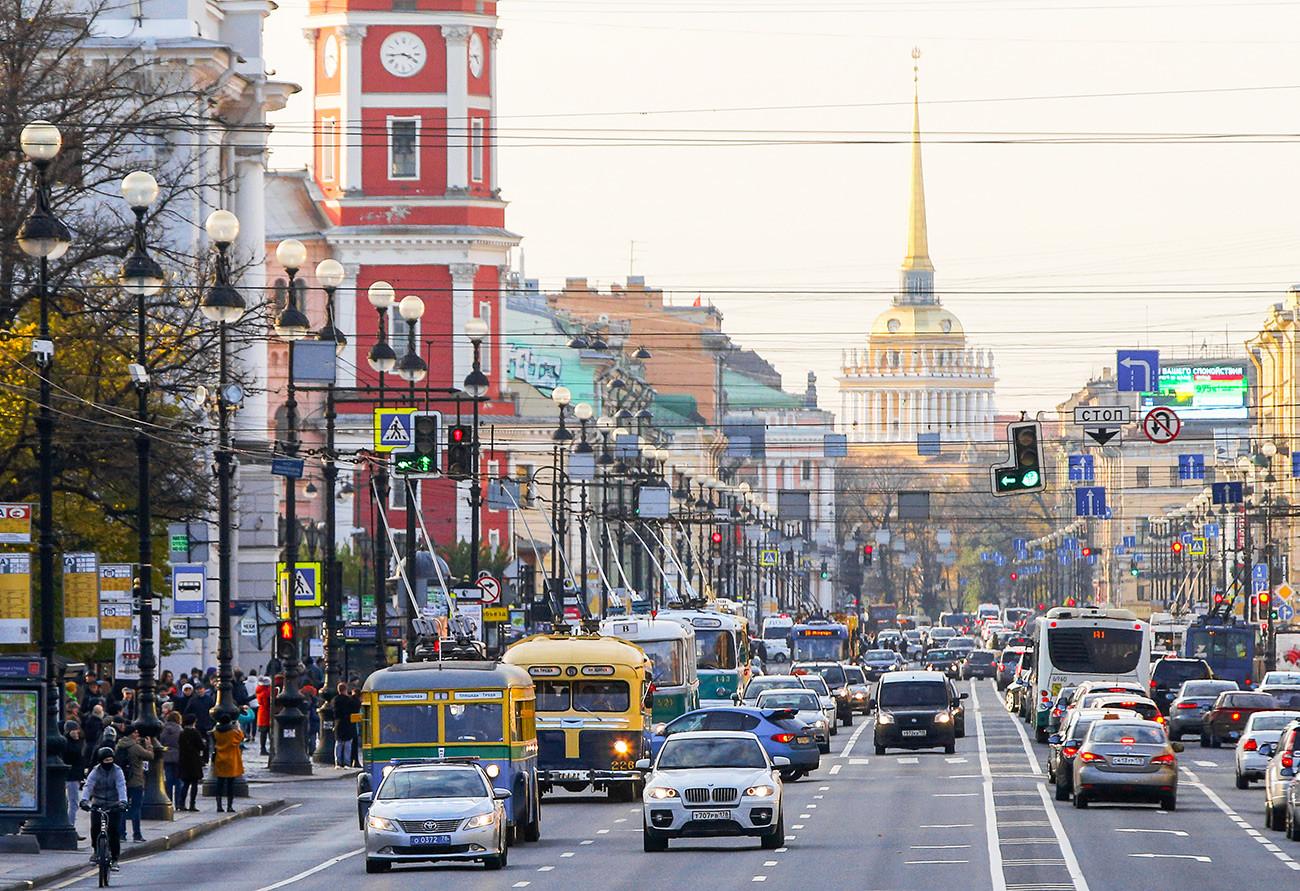 Парада тролејбуса на Невском проспекту поводом 80. годишњици тролејбуса у Санкт Петербургу