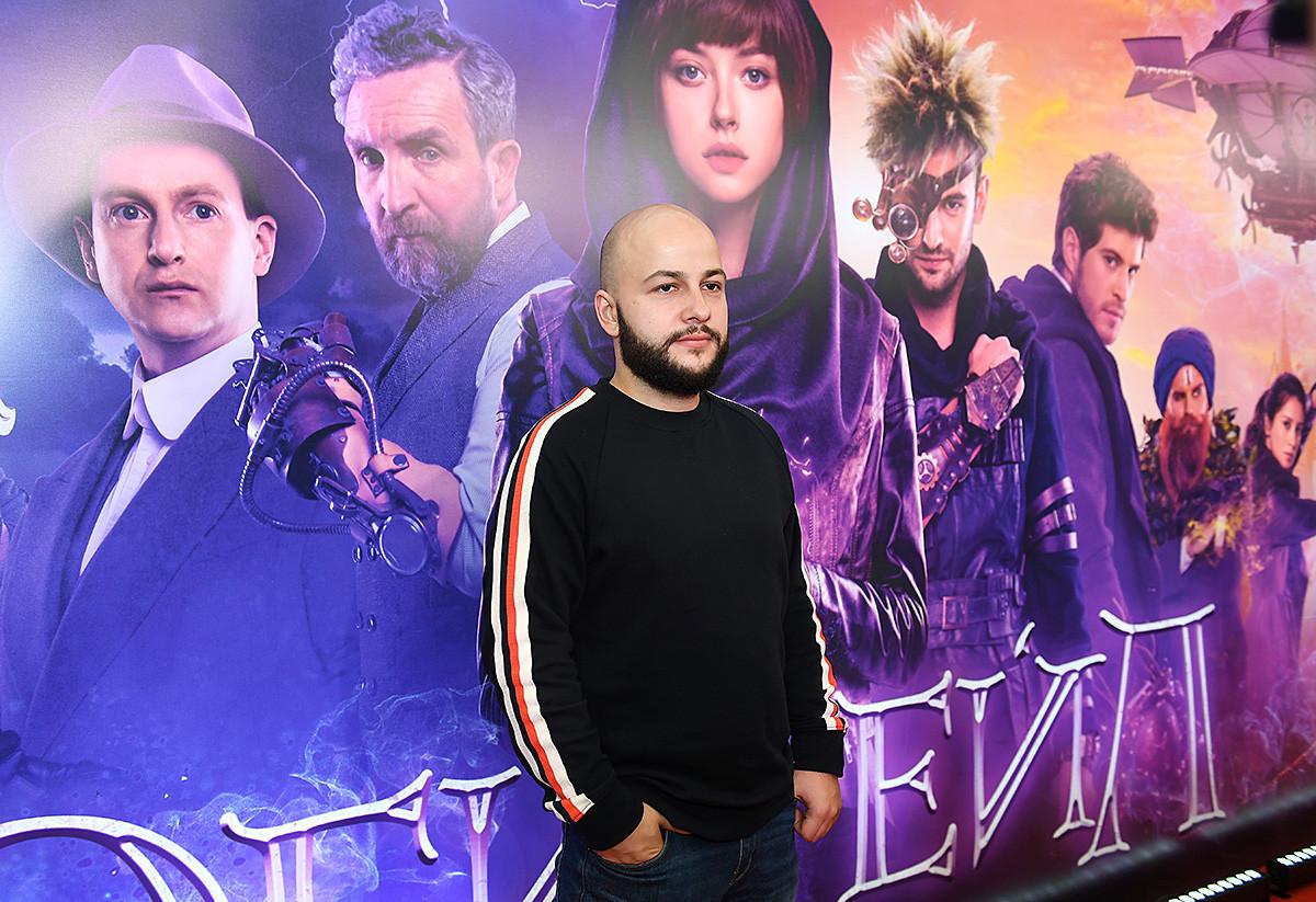 Режиссёр Егор Баранов на премьере фильма режиссера Александра Богуславского «Эбигейл» в кинотеатре «Каро 11 Октябрь» в Москве.