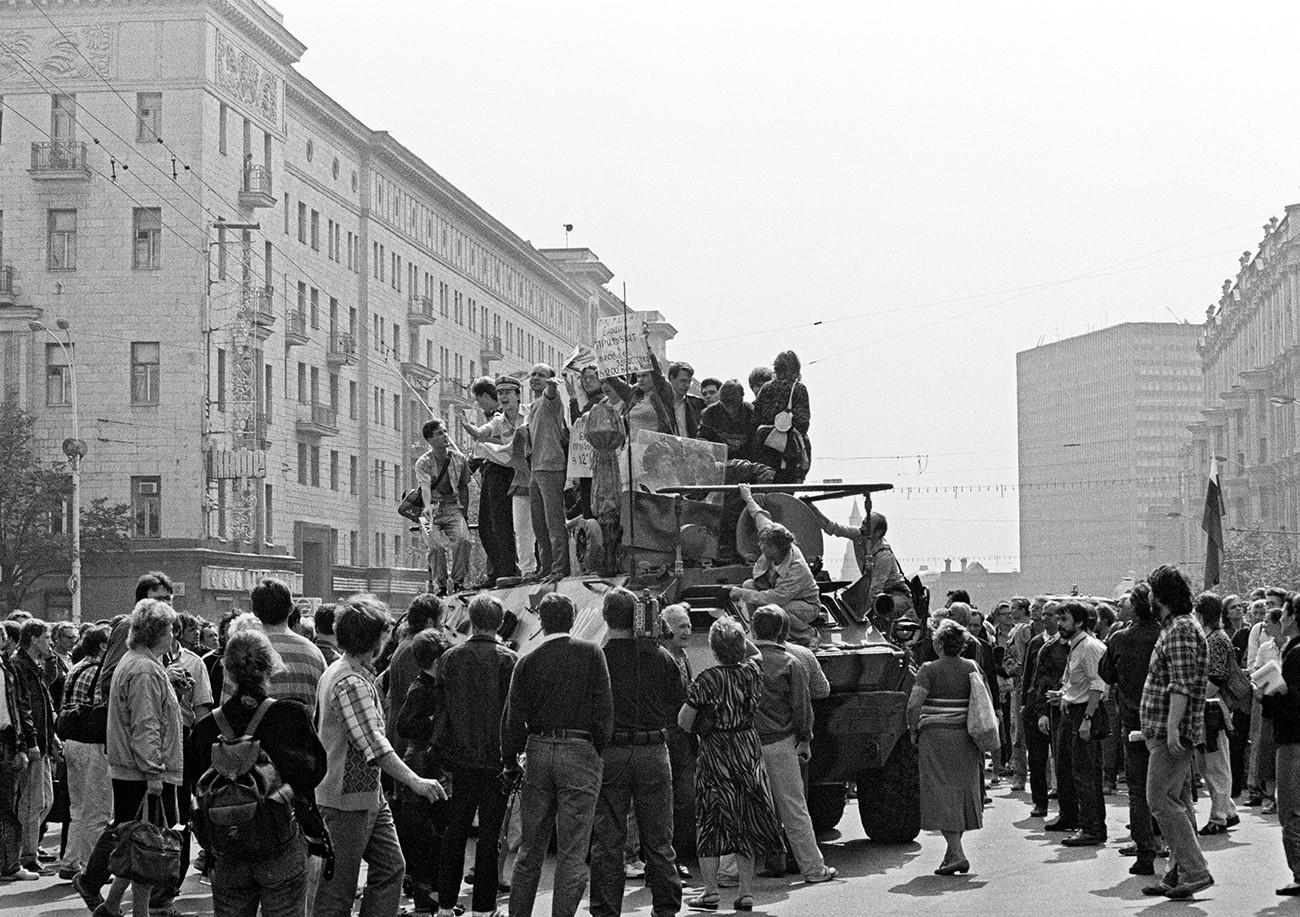 トヴェルスカヤ通りに止まった戦車