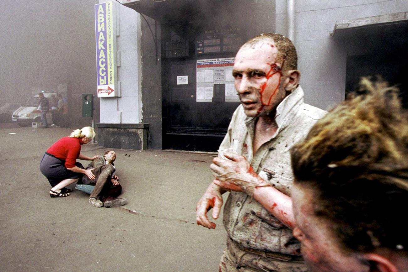 プーシキンスカヤ駅の爆発後の様子
