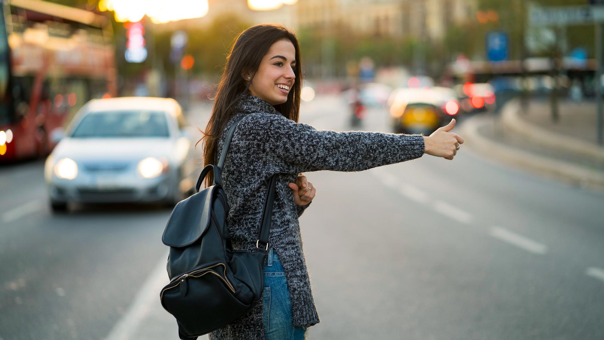 夜間の旅に不安なのなら、タクシーのアプリをダウンロードしておくことをお勧め。