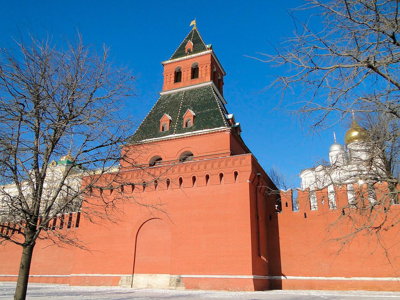 Torre Tainitskaia, no Kremlin de Moscou.