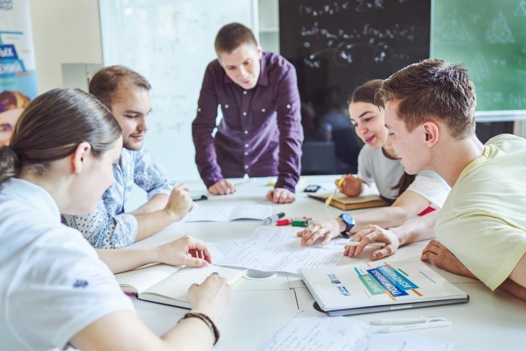 Студенты в Лаборатории им. Чебышёва