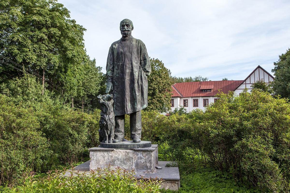 Monument à Pavlov et son chien à Koltouchi
