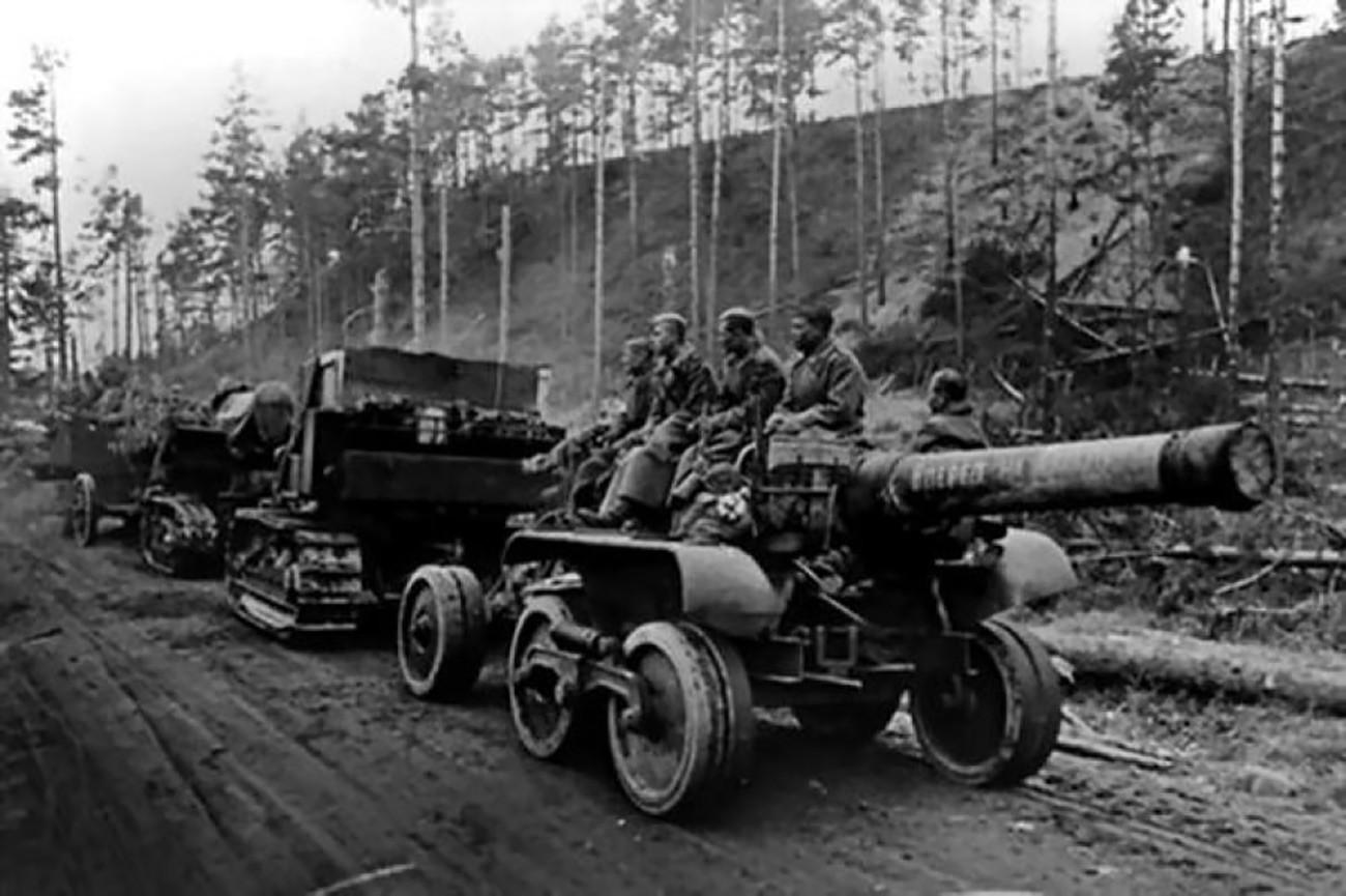 Совјетски борци на тегљачу, Карелски фронт, 1944.