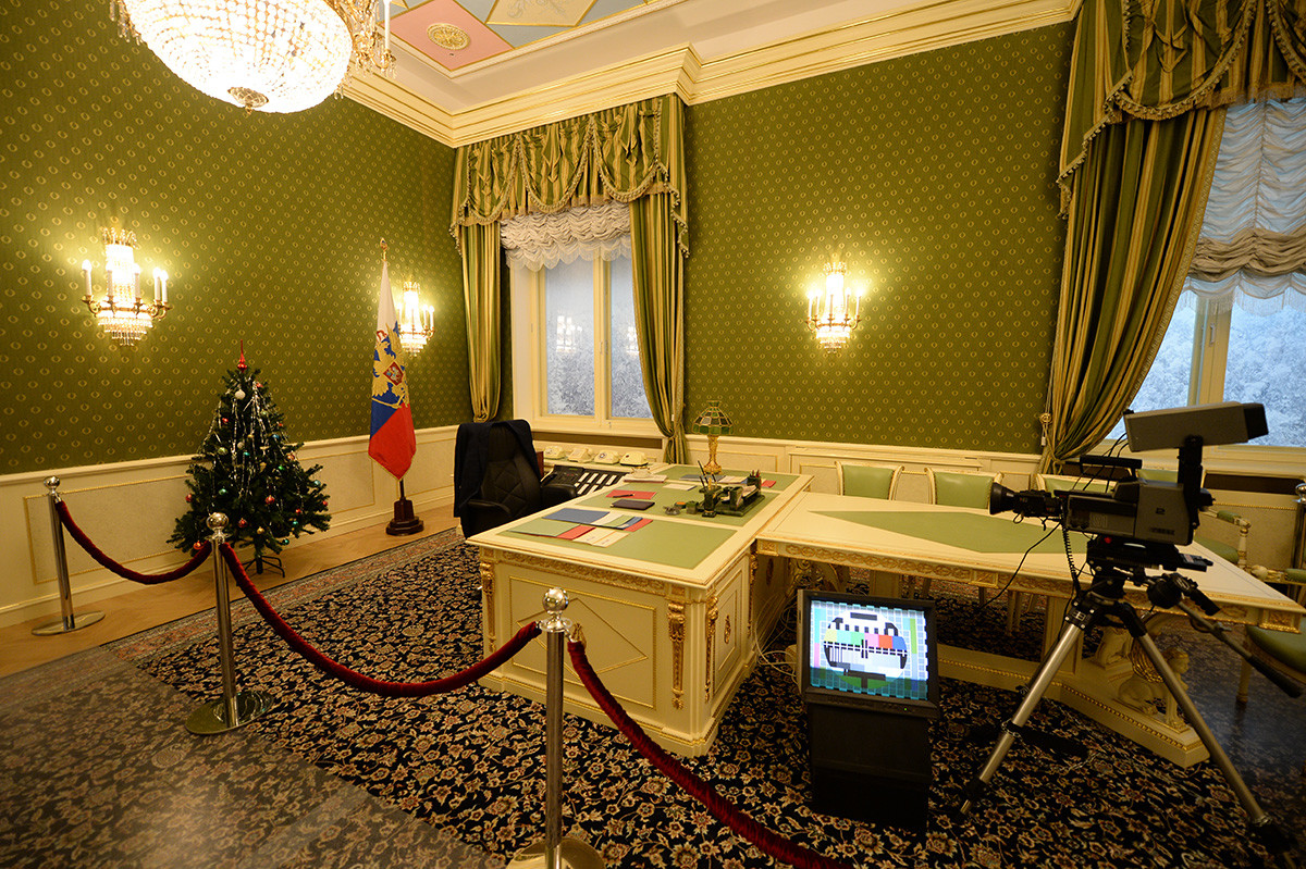 """Реконструисани лични кабинет првог председника Русије Бориса Јељцина у коме је он снимио новогодишње обраћање грађанима 31. децембра 1999. године. Део експозиције Предесдничког центра """"Борис Јељцин"""" у Јекатеринбургу."""