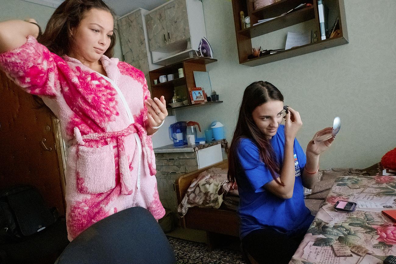 Une matinée dans le dortoir de l'Institut de culture physique, de sports et de compétences de vie. Les étudiantes Daria Maksimova et Olga Malikova. Région de Lipetsk, ville de Ielets.