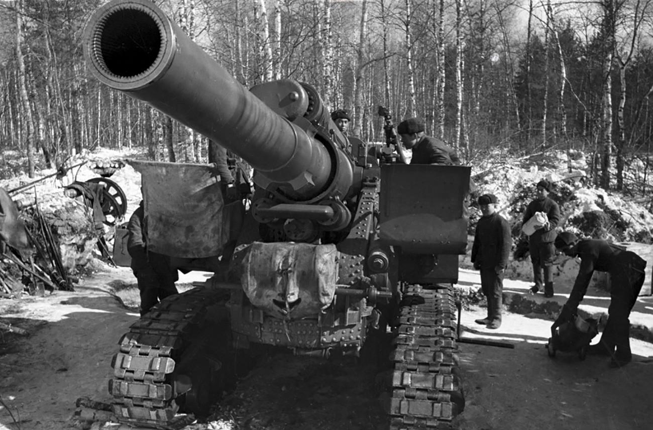 Vojnici sovjetske vojske otvaraju vatru na prilazima Moskvi. Rusija, Moskovska oblast.