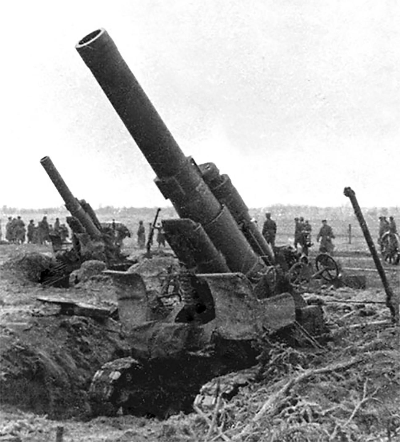 Baterija sovjetskih teških haubica M1931 kalibra 203 mm na Trećem bjeloruskom frontu, ljeto 1944.