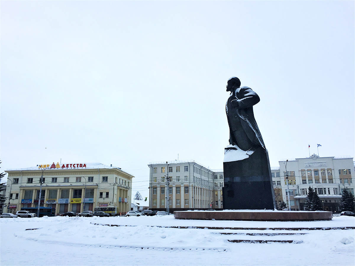Statue to Vladimir Lenin on the main city square. Sign on the left reads