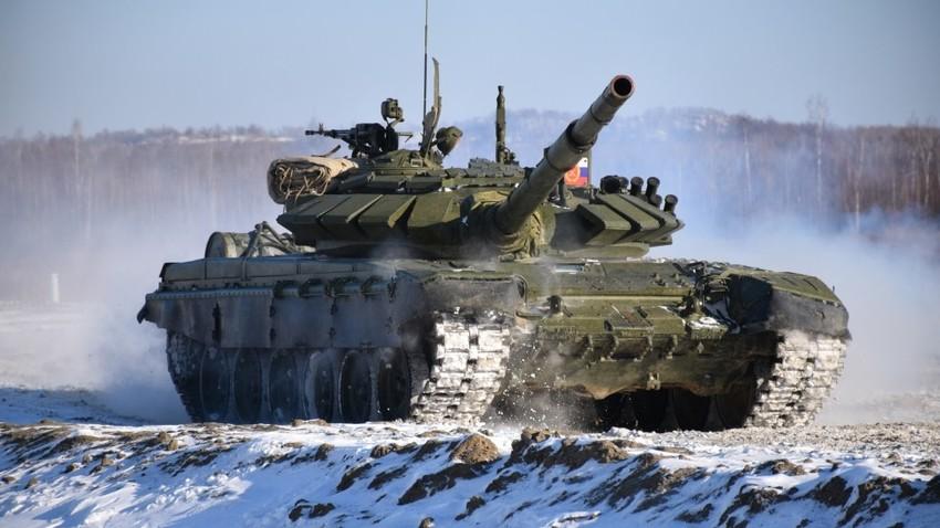Тенк Т-72Б3 на војном полигону у близини Хабаровска.