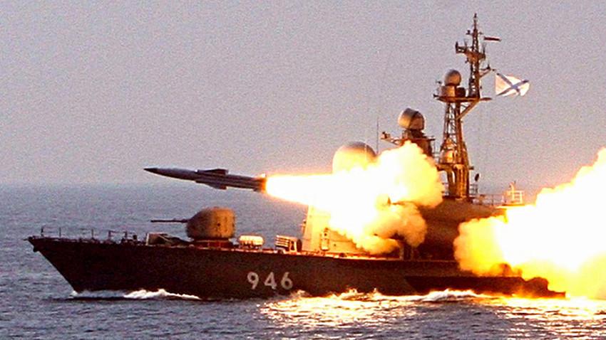 """Лансирање на противбродска ракета """"Москит""""."""