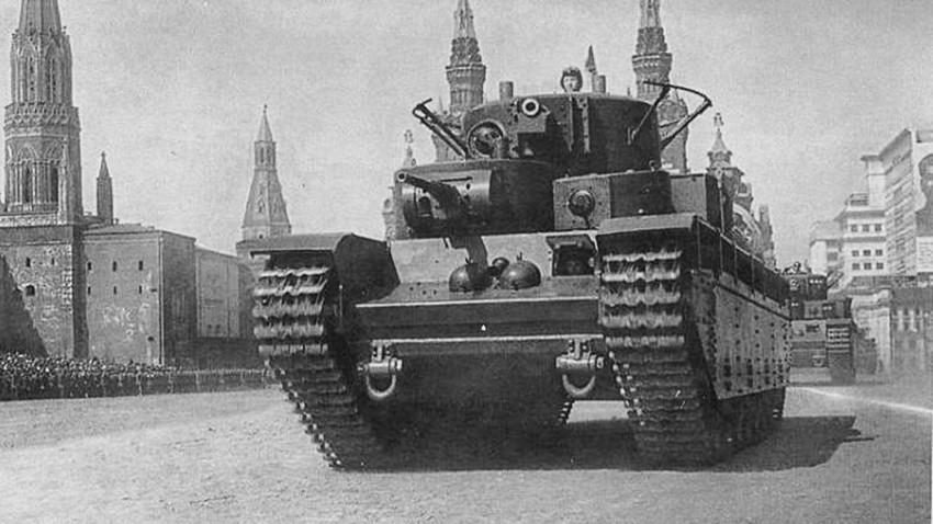 T-35 na paradi, Crveni trg, Moskva.