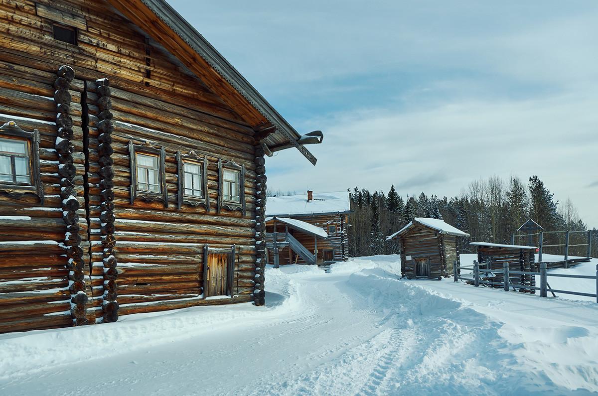 Muzej lesene arhitekture Malije Koreli, vasica Malije Kоreli, Arhangelska oblast, Rusija