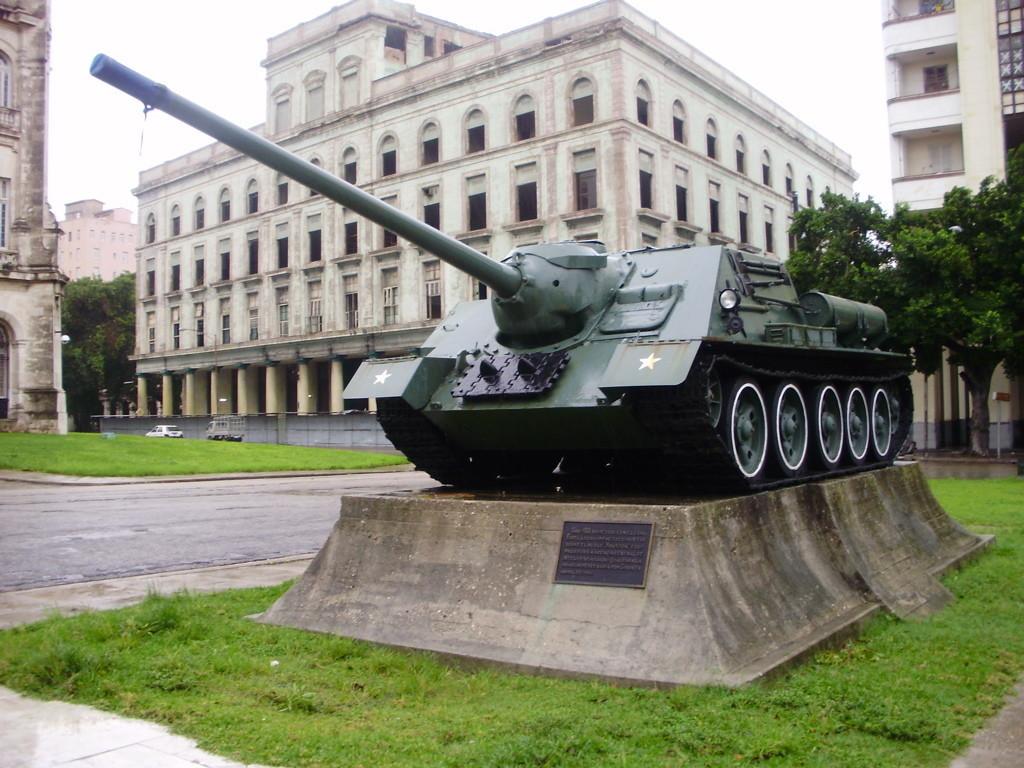 SU-100 v Muzeju revolucije u Havani.