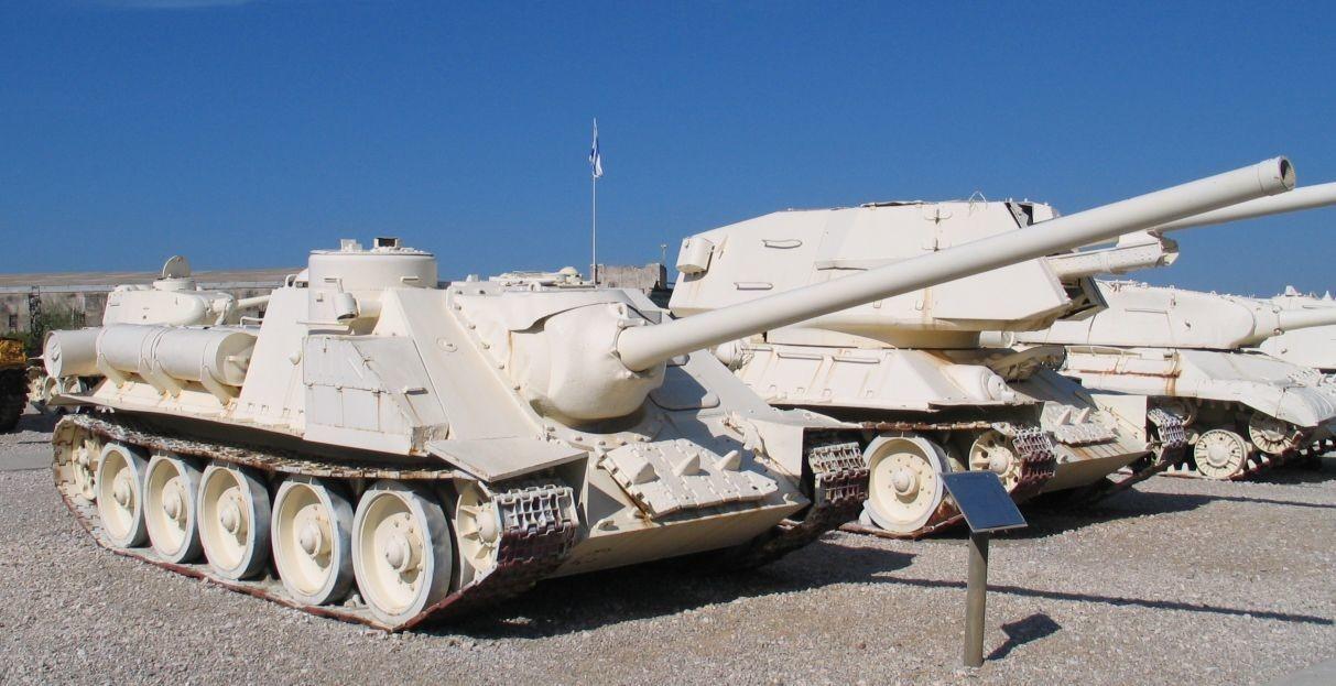 Egipčanski uničevalci tankov SU-100, ki so jih zajeli Izraelci, Tankovski muzej v Latrunu.