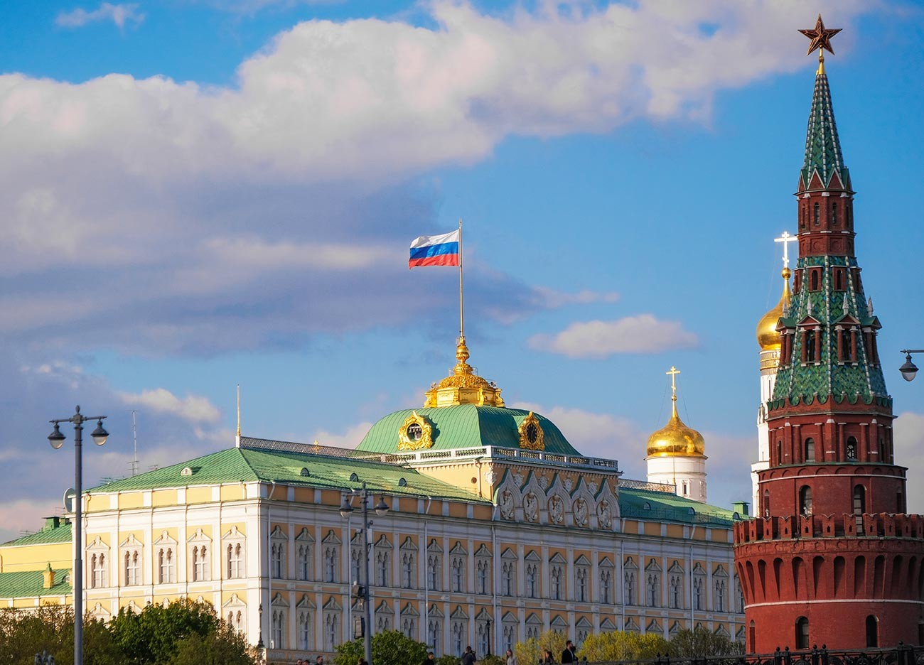 Le Grand Palais du Kremlin et la tour Vodovzvodnaïa