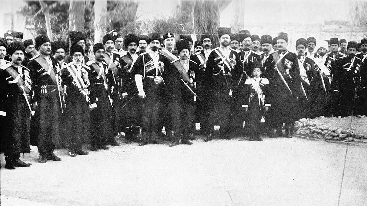 Персијска козачка бригада у Табризу, април 1909. кавер - Официри Персијске козачке бригаде.