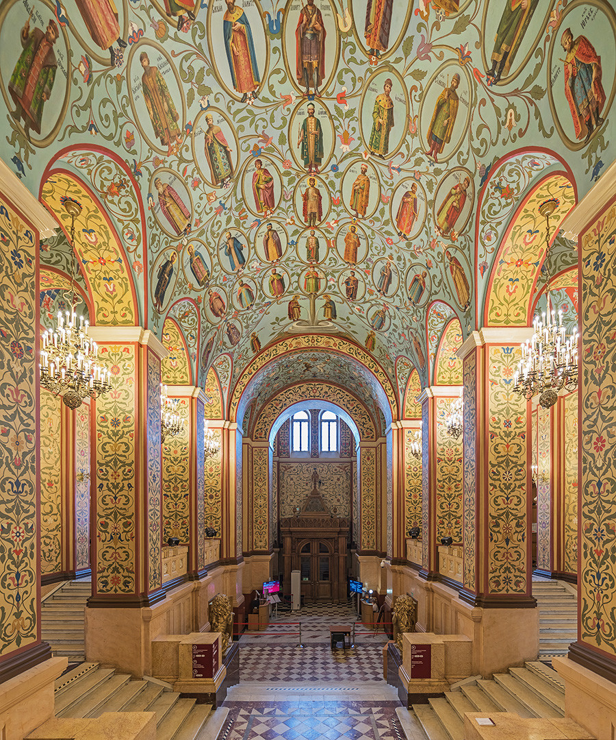 Interior bangunan utama Museum Sejarah Nasional.