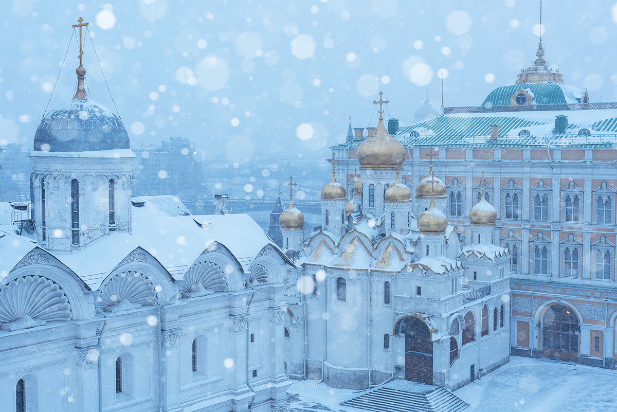 Place des Cathédrales et Grand palais du Kremlin