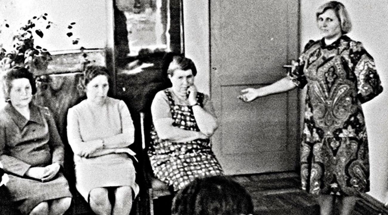 Очная ставка: свидетельница кровавых событий в селе Локоть опознала Антонину Макарову (на фото: крайняя справа из сидящих).
