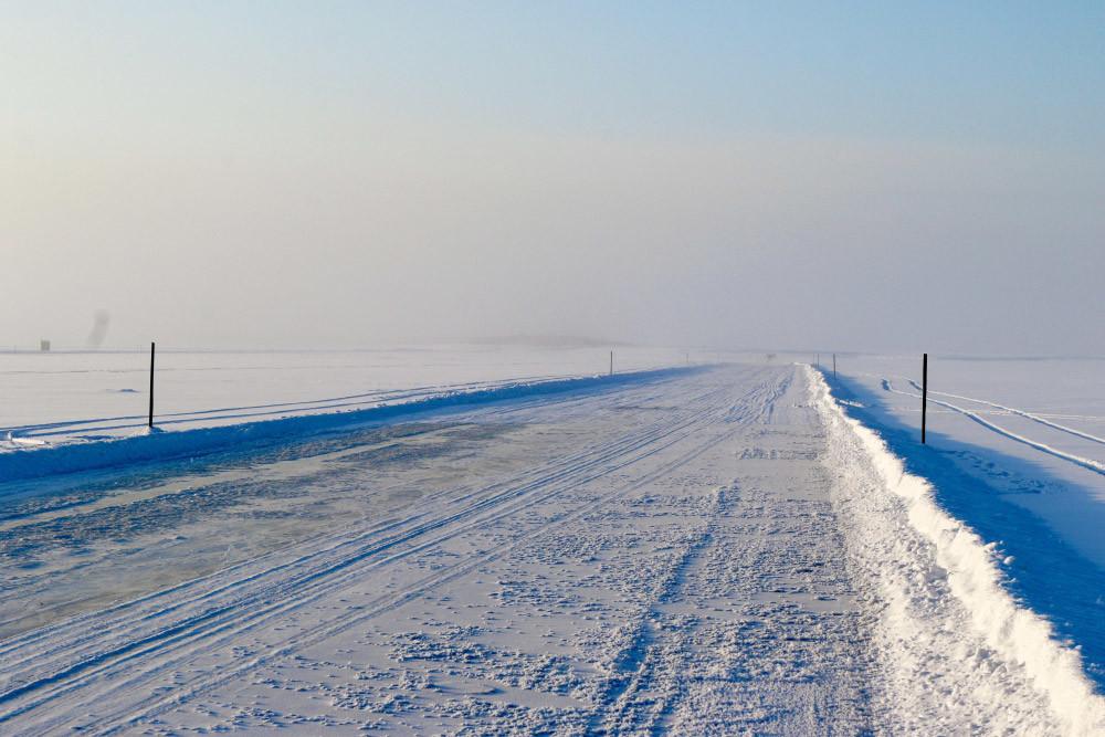 レナ川で建設されたハタッシーパボロフスクの氷の渡し