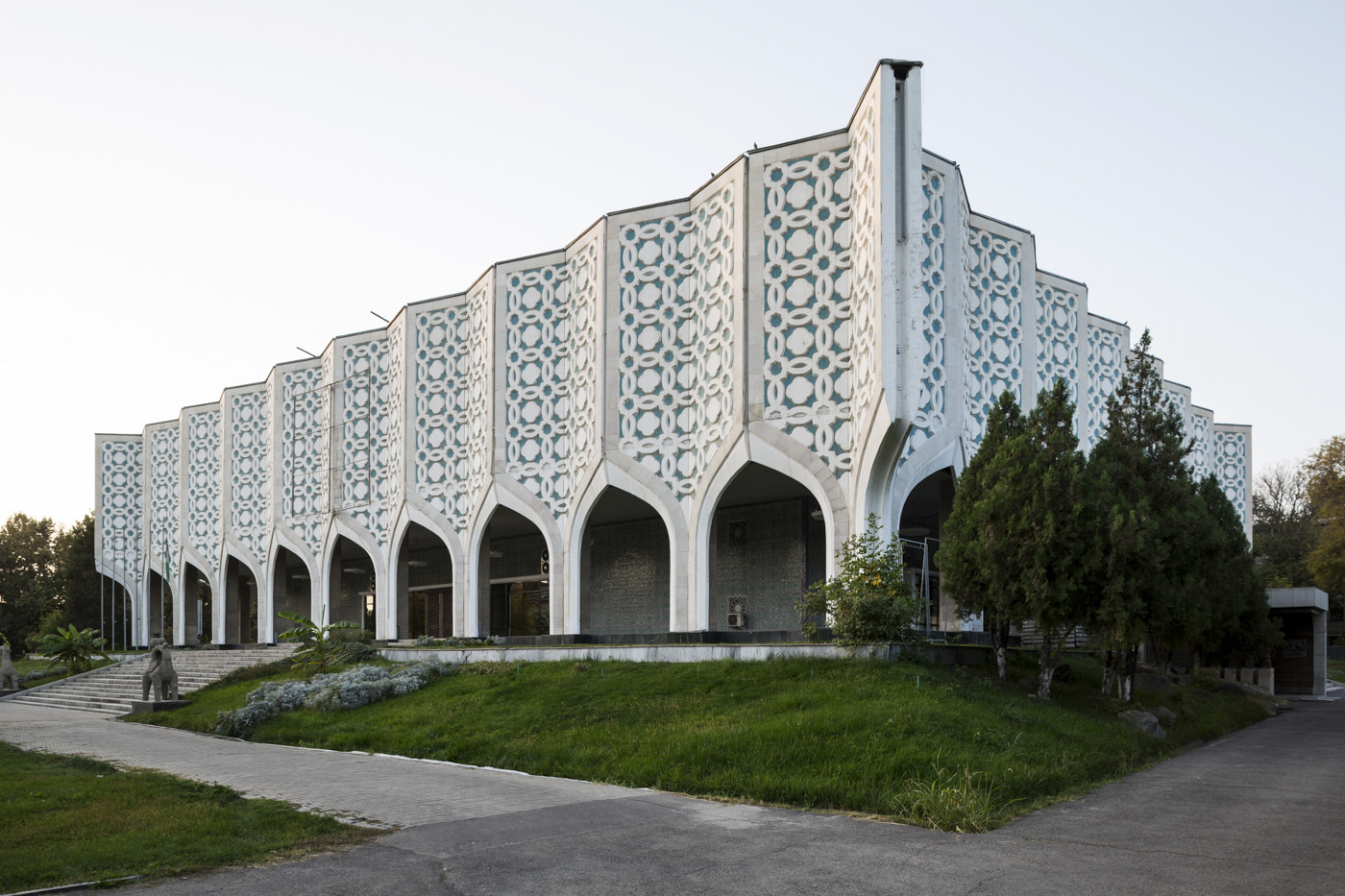 "Centro espositivo della ""Unione degli Artisti Uzbeki"" (1974). Tashkent, Uzbekistan"
