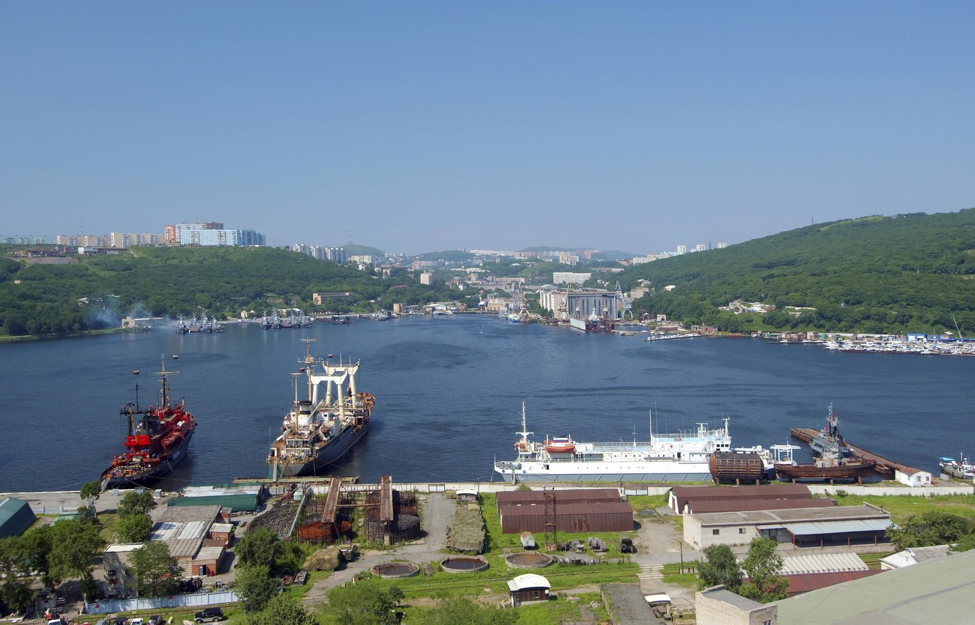 Pemandangan Pelabuhan Vladivostok.