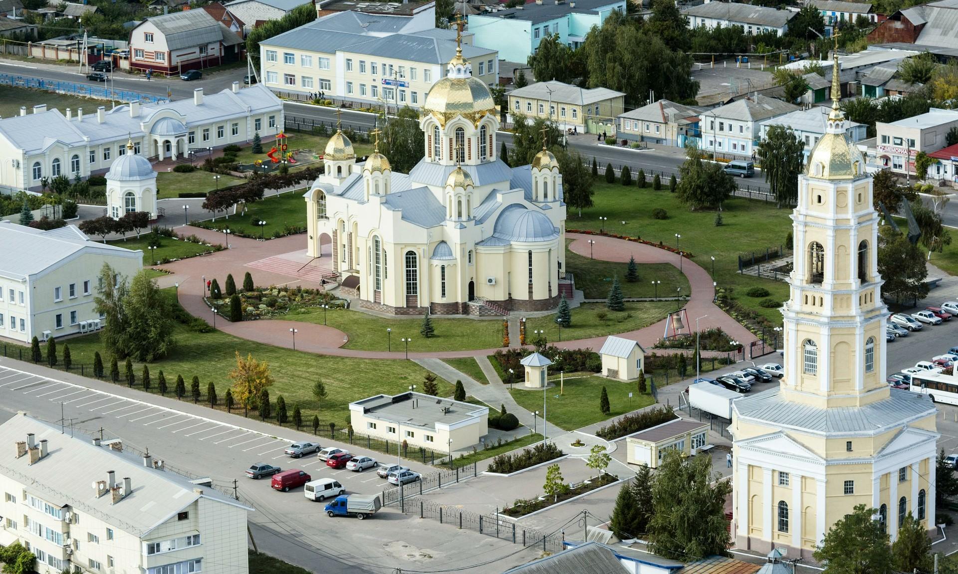 Gereja Alexander Nevsky dan Gereja Santo Elias di Voronezhskaya oblast, Rusia.