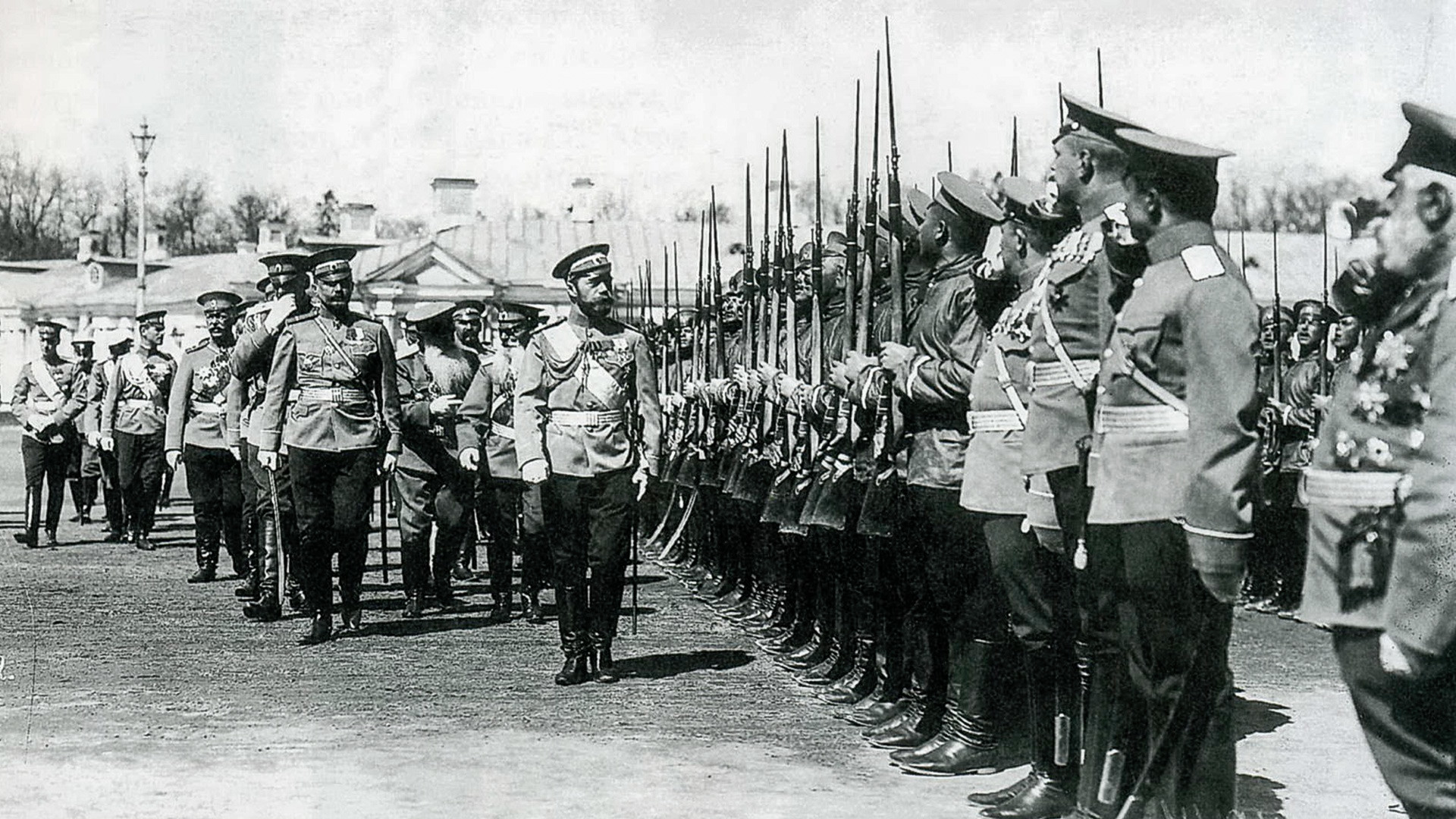 Emperor Nicholas II with the soldiers of the Izmaylovsky regiment.