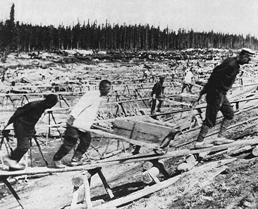 Prisioneiros da Gulag na Sibéria.