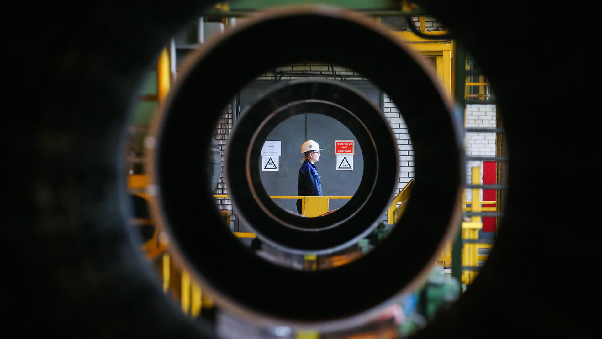 """Ижорска фабрика за цевки на компанијата """"Северстаљ"""" во Санкт Петербург."""