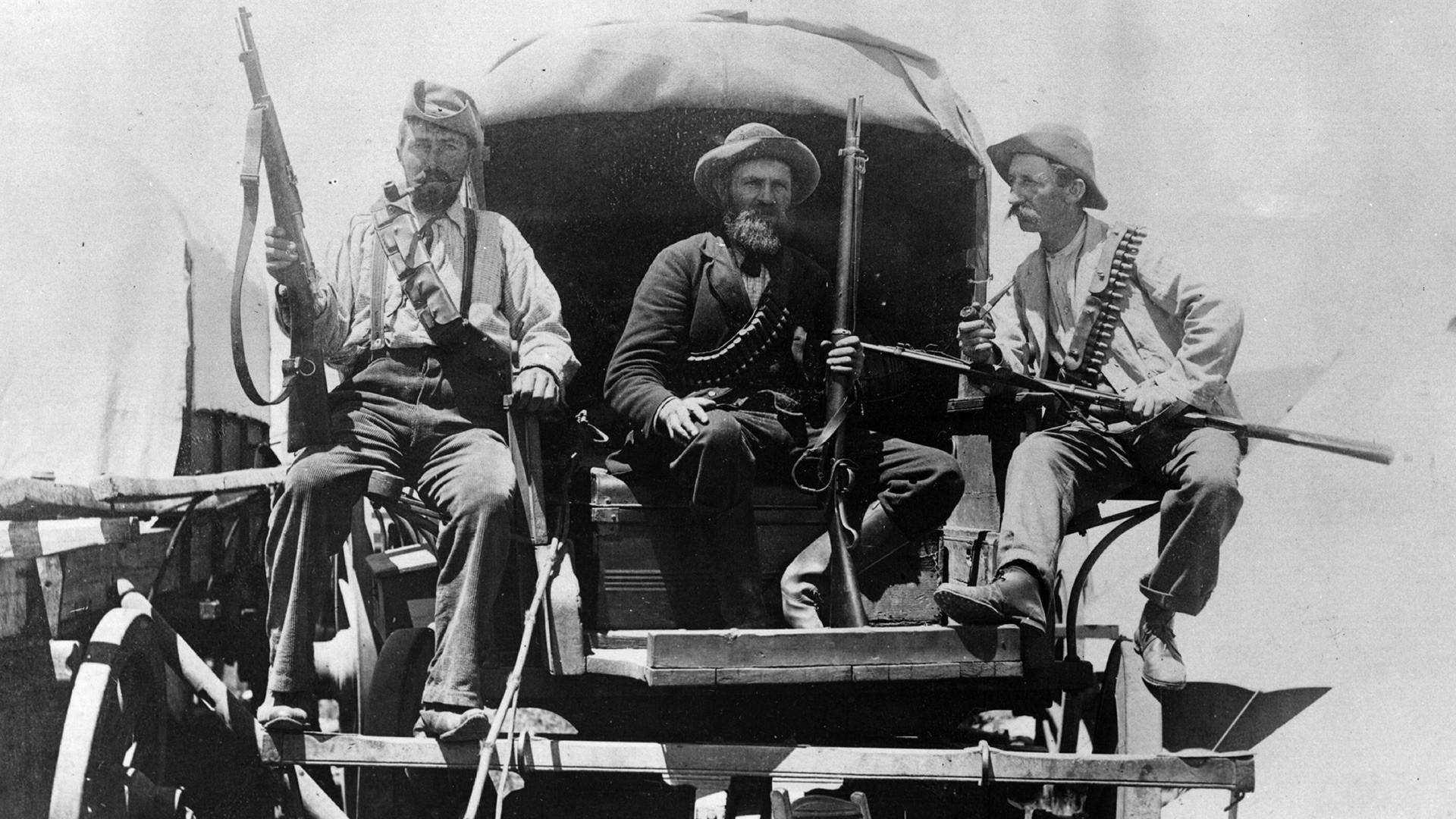 Afrikaneri s puškama u vagonu za vrijeme Drugog burskog rata.