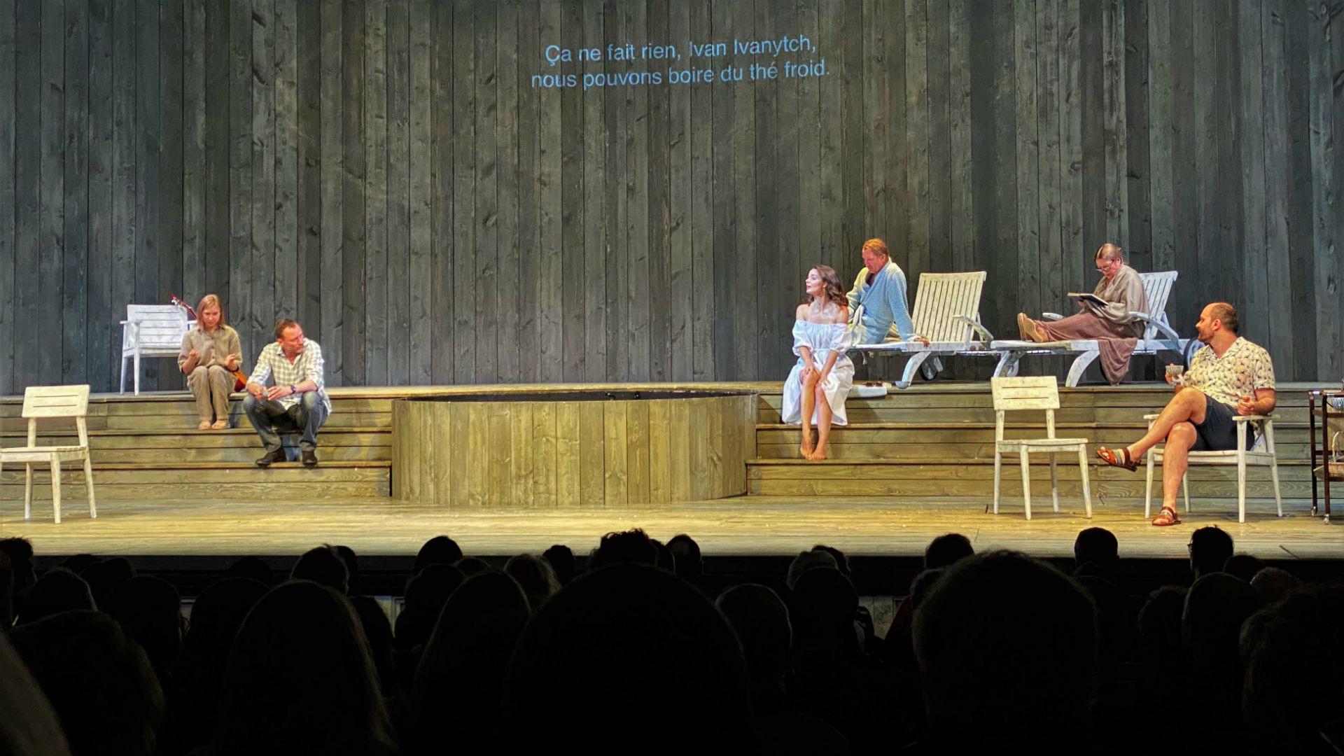 Le grand classique Oncle Vania d'Anton Tchekhov par les acteurs du Théâtre des Nations de Moscou