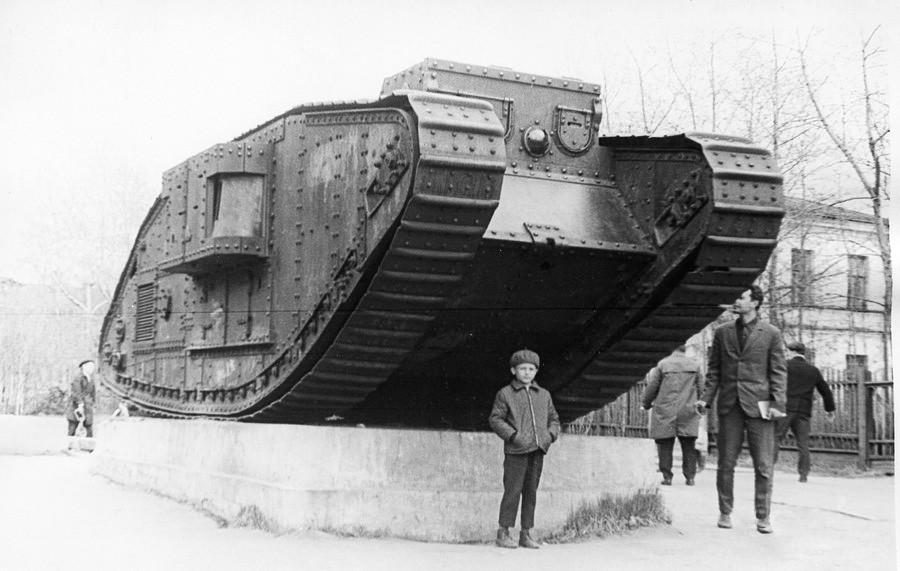 Trophäe von 1919: Britischer Panzer im Zentrum von Archangelsk