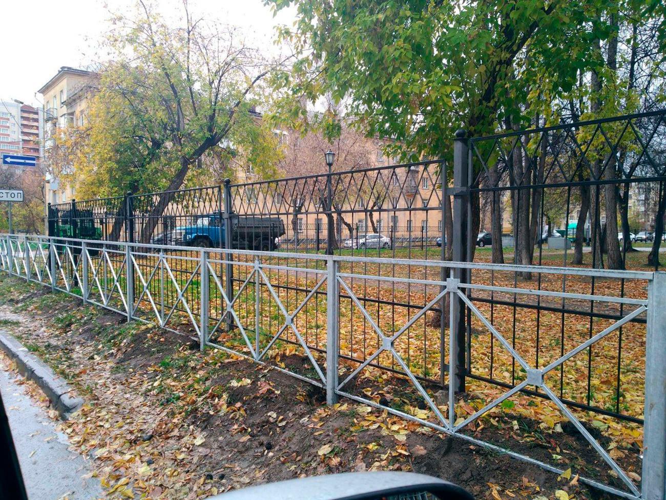 Une barrière devant ... une autre barrière, à Novossibirsk