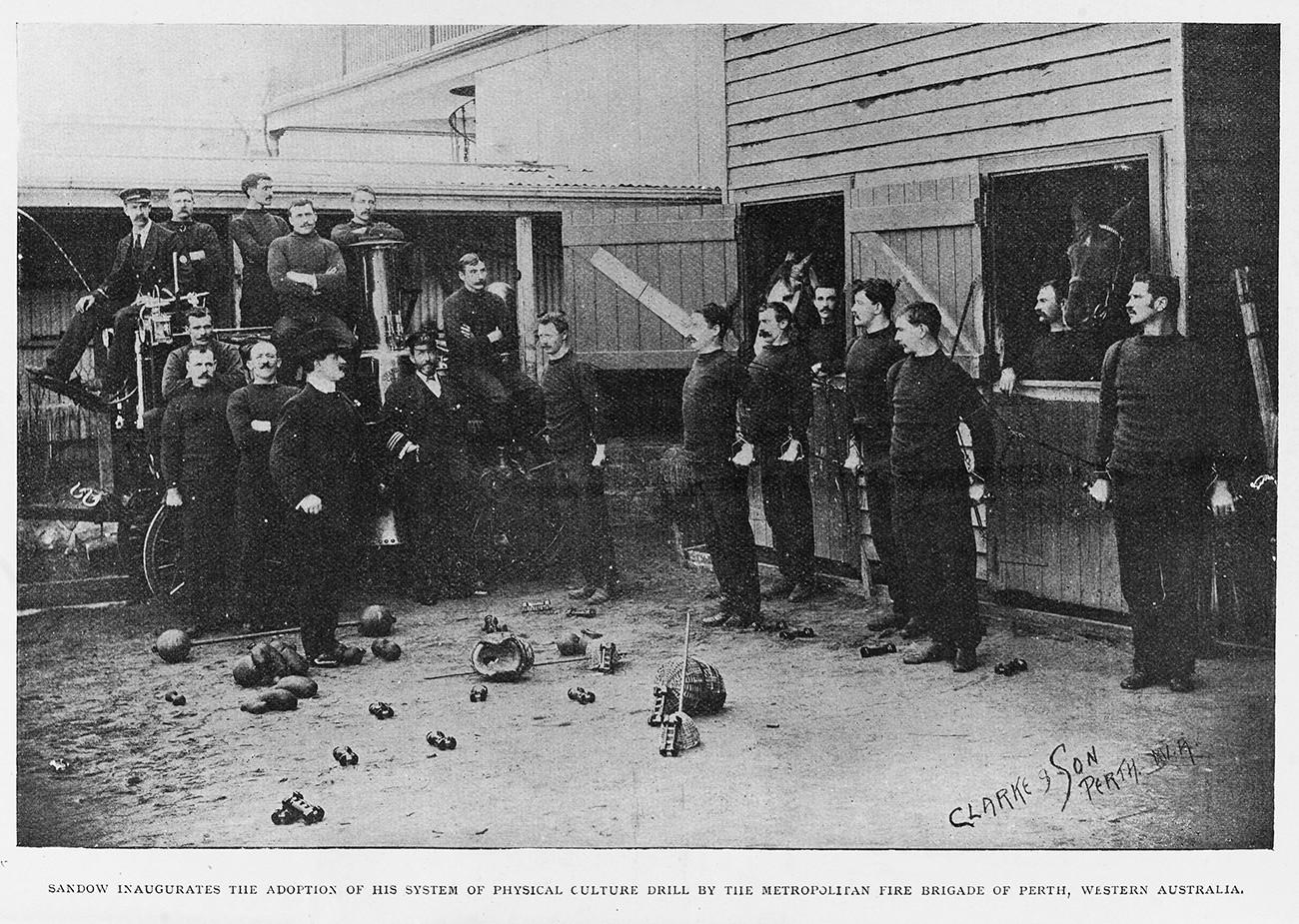 Ватрогасци на тренингу са Јевгенијем Сандовим