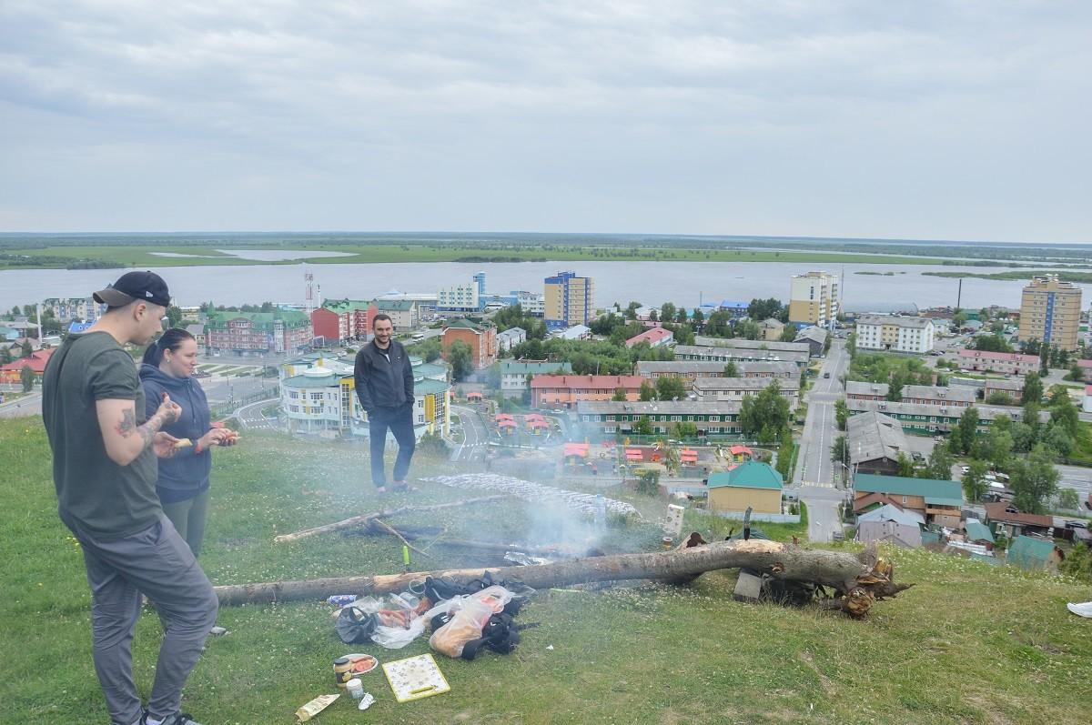 Pique-nique avec des amis du coin, à Khanty-Mansiïsk (Sibérie).