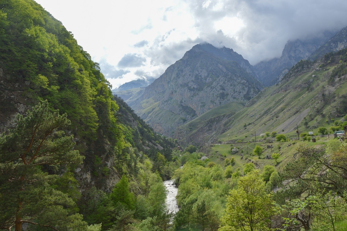 Dans les pittoresques montagnes d'Ossétie du Nord (Caucase).