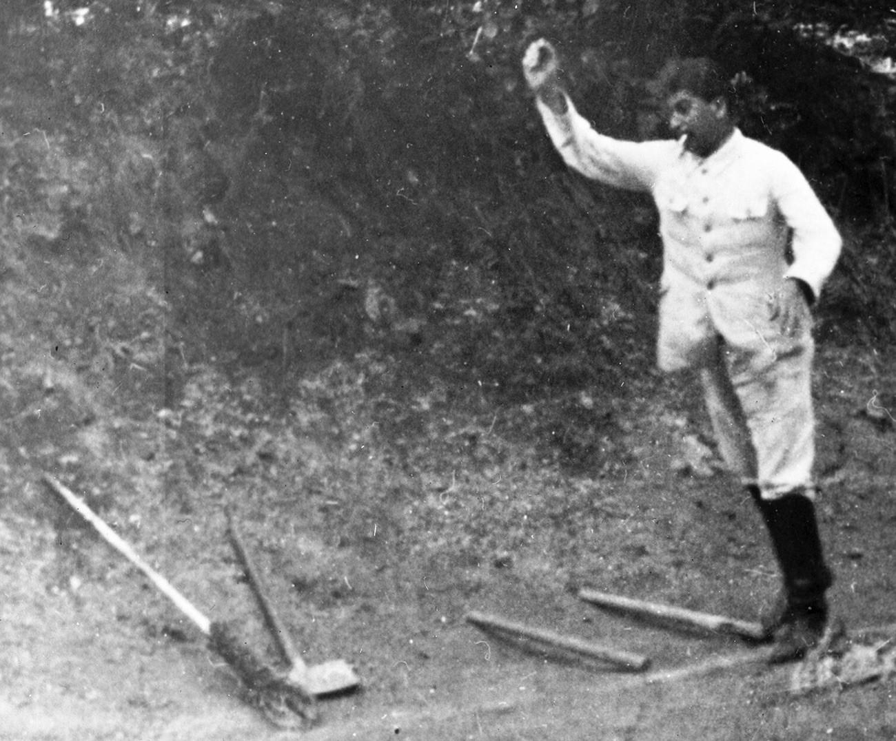 Staline jouant au gorodki
