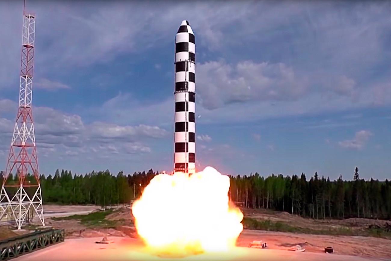 """Тестирање тешке интерконтиненталне балистичке ракете """"Сармат""""."""