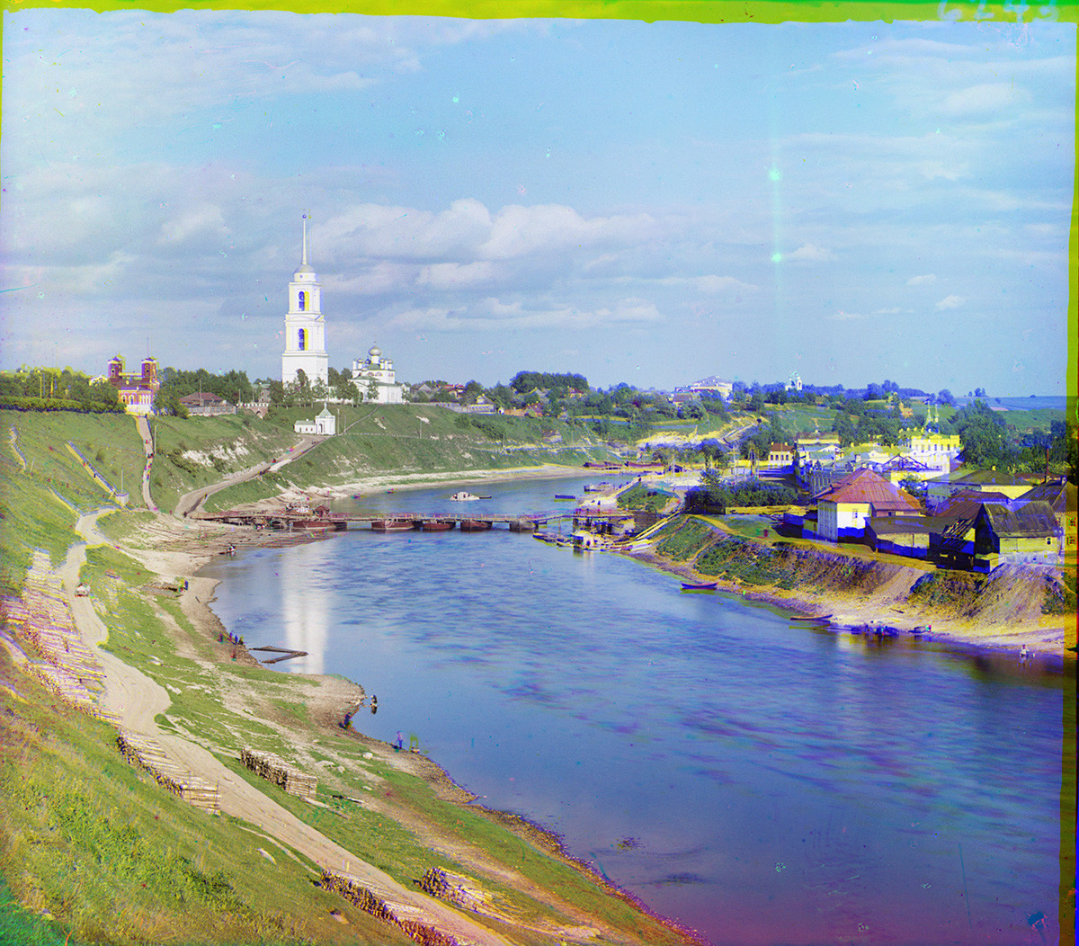 Rzhev. View east down Volga River. Left: Prince Fyodor Side with Dormition Cathedral & bell tower (all destroyed during World War II). Right: Prince Dmitry Side. Summer 1910.