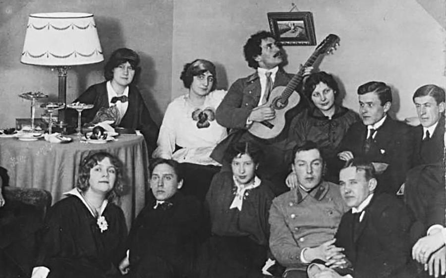 Pesta tahun 1910-an.