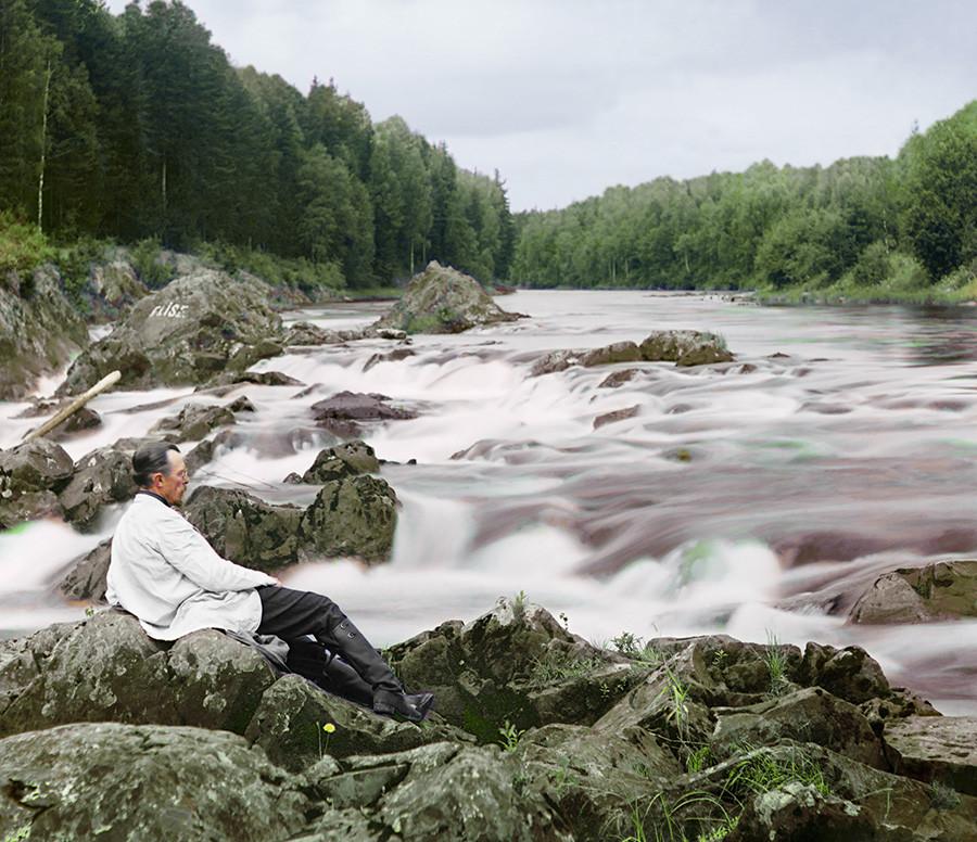 Прокудин-Горски поред водопада Кивач, Олоњецка губернија, 1915.